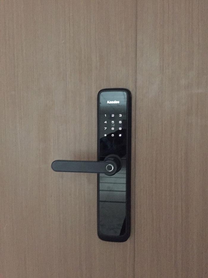 Khách sạn thì nên dùng khóa cửa vân tay mật mã nào